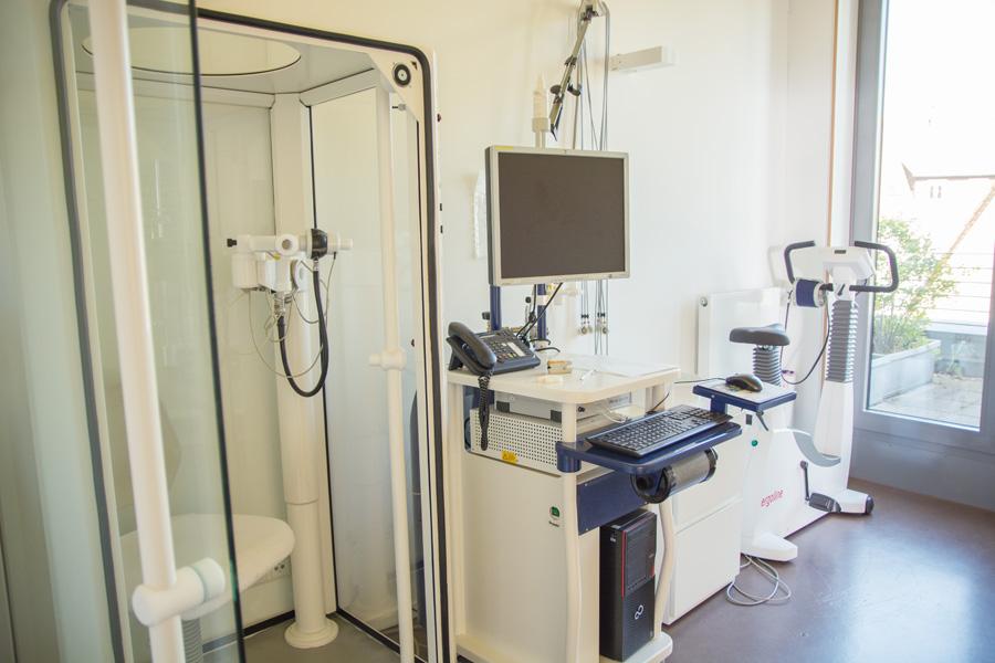 Pneumologie Praxis Zuffenhausen - Behandlungszimmer